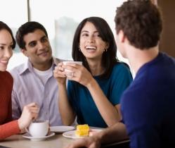 ¿Quieres pasar un rato agradable hablando en Inglés? OUI & YES! Coffee Corner